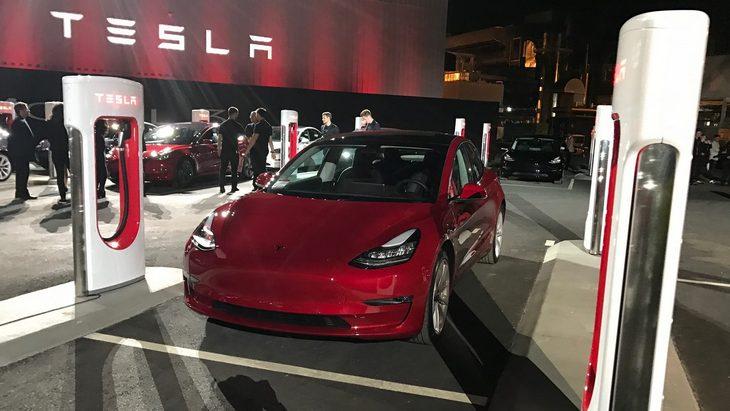 Tesla начала выпуск «дешевой» Model 3