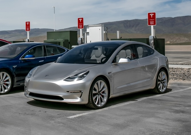 Коли завершиться розробка Tesla Model 3?