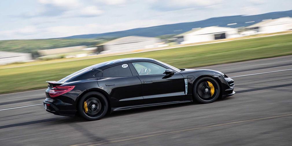 Названа дата прем'єри першого електрокара Porsche