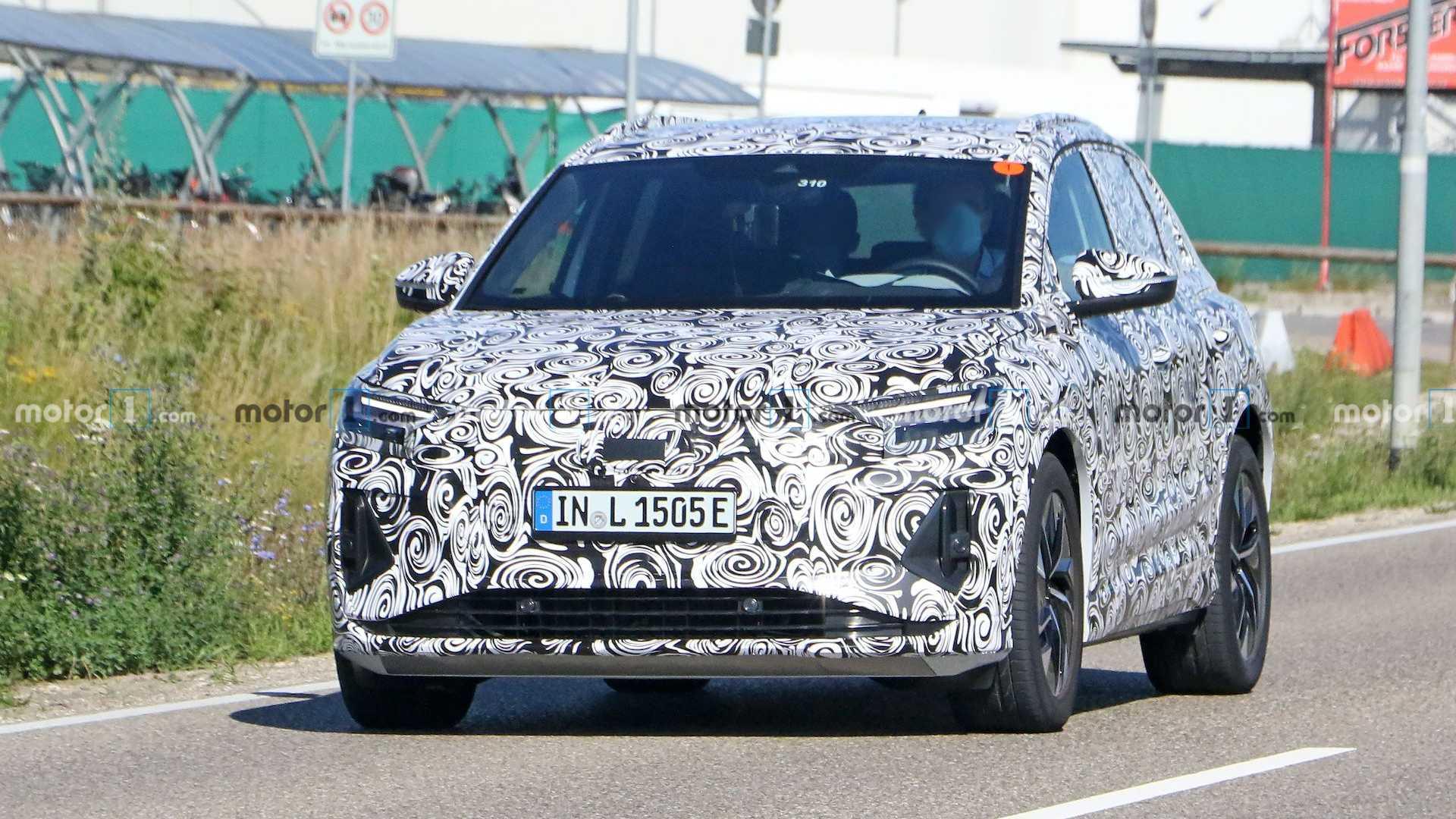 Шпигуни сфотографували новий електрокар Audi Q4 e-tron на дорозі