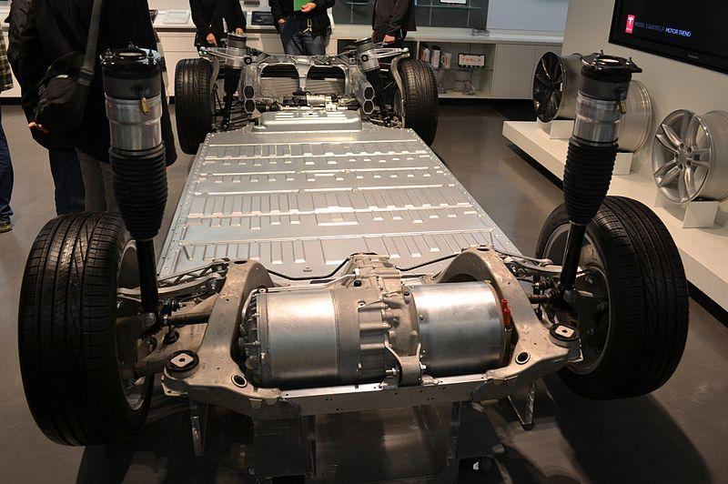 Батареї електромобілів Tesla втрачають 10% ємності після 320 000 км пробігу