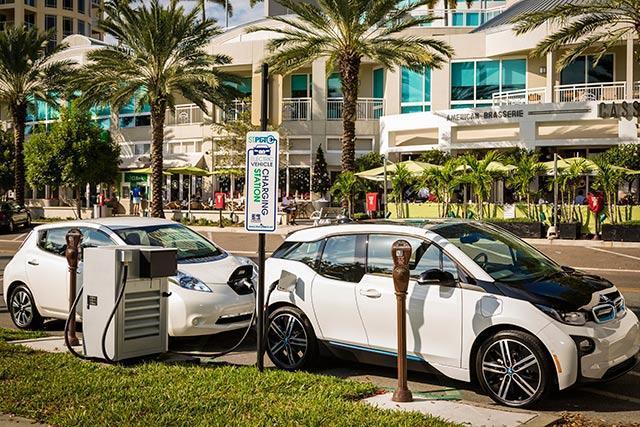 BMW та Nissan будують нові станції швидкої зарядки