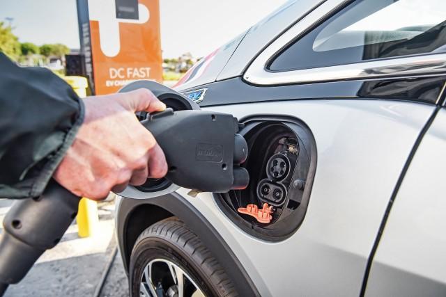 Нова технологія зменшить час зарядження електромобілів до секунд
