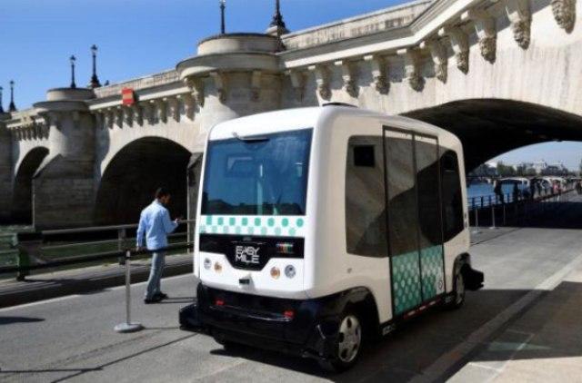 Автономні електроавтобуси вперше вийшли на маршрут в Парижі