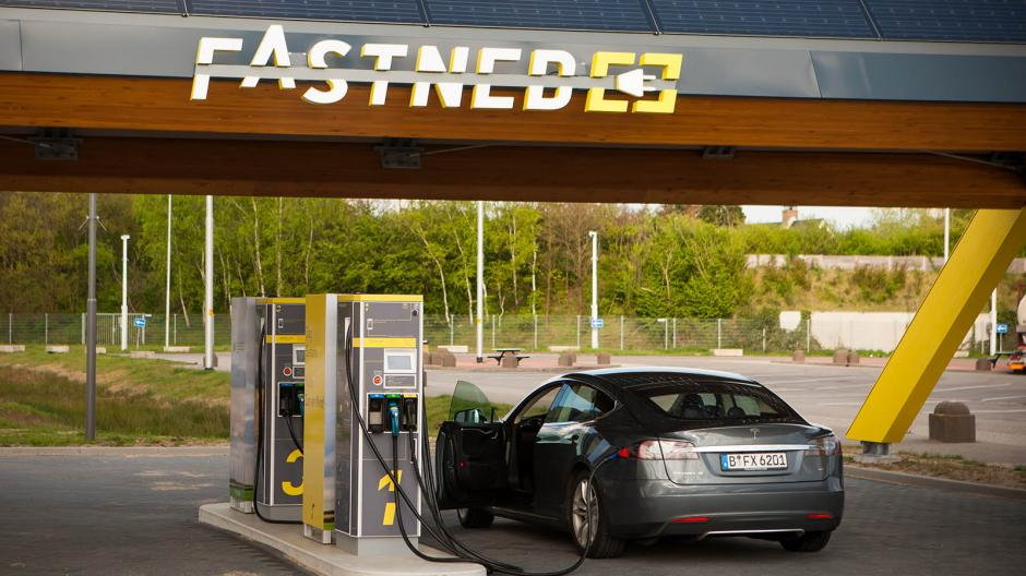 Що стримує продаж електромобілів в Україні