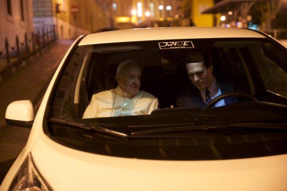 Папа Римський буде їздити на електромобілі