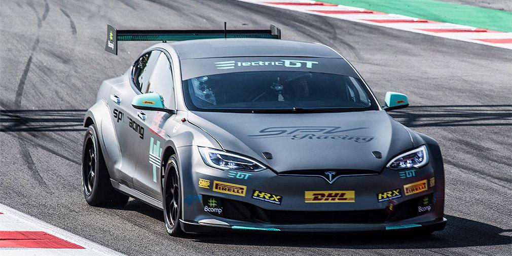 Tesla випустила готовий до перегонів електромобіль
