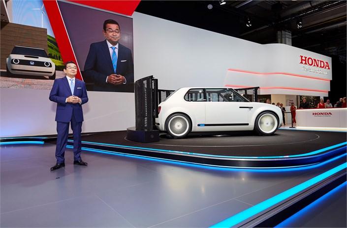 Honda представила сучасний ретро-електрокар (ФОТО, ВІДЕО)