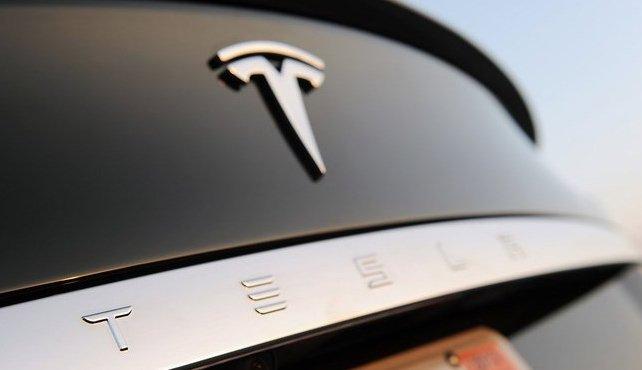 Tesla Roadster 2: новий спортивний електрокар