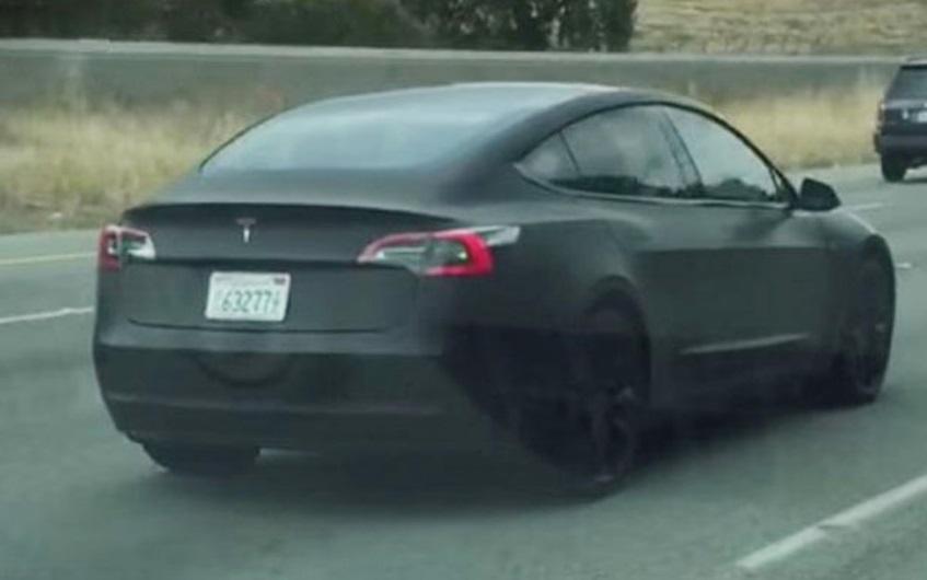 Tesla Model 3 помітили в Каліфорнії