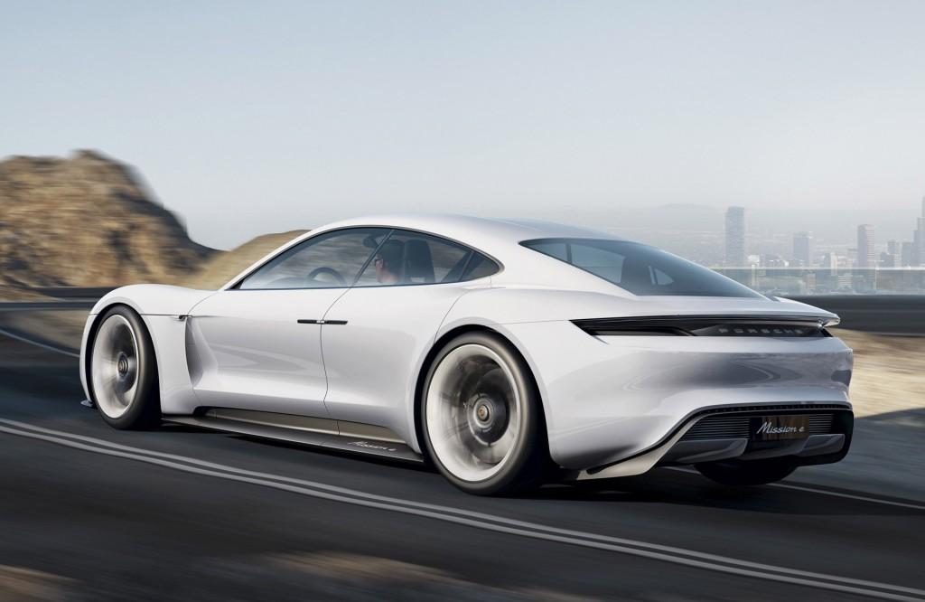 Porsche Mission E хвалиться своїм дизайном