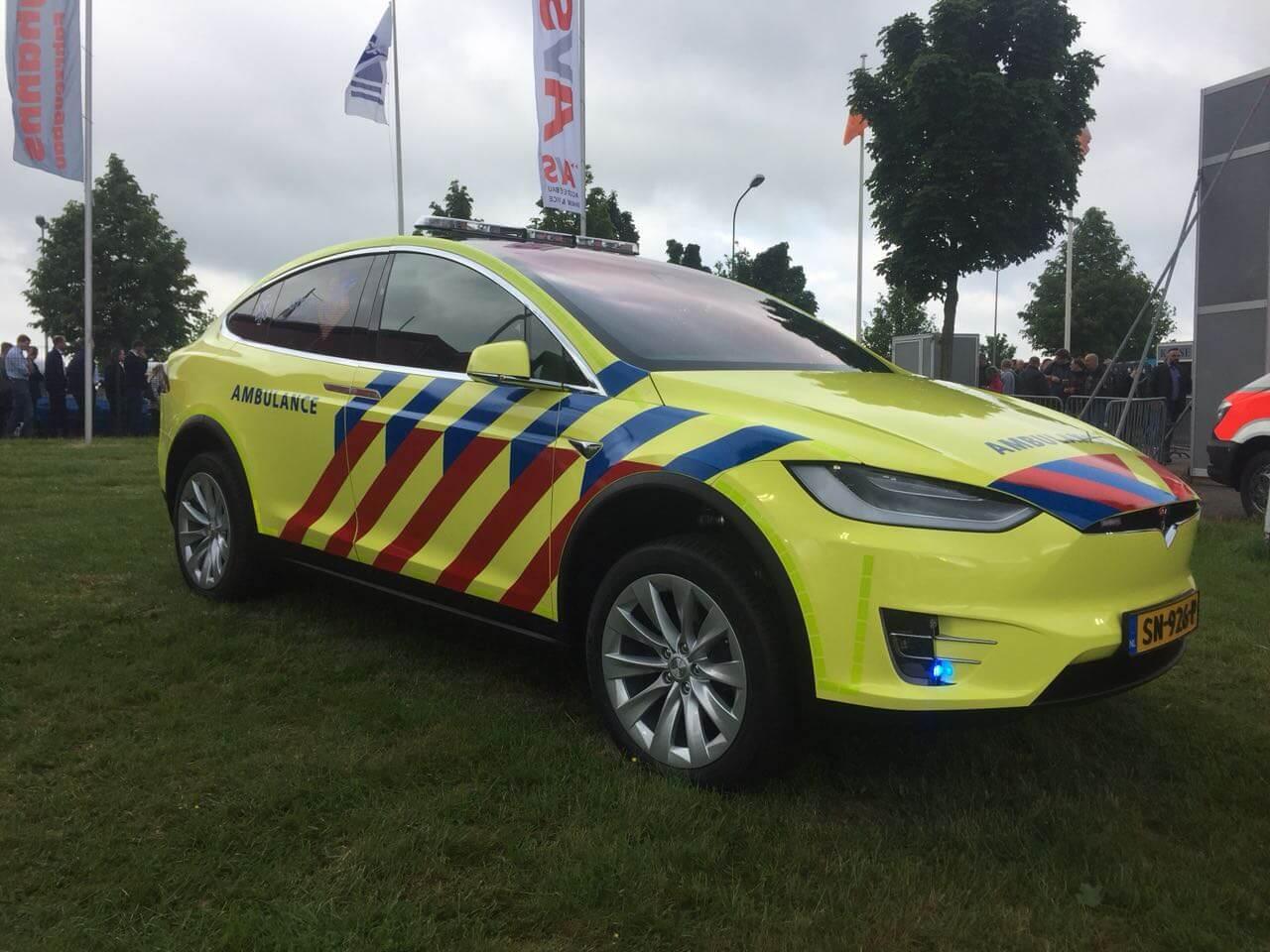 Tesla Model X став першим електромобілем швидкої допомоги в Нідерландах