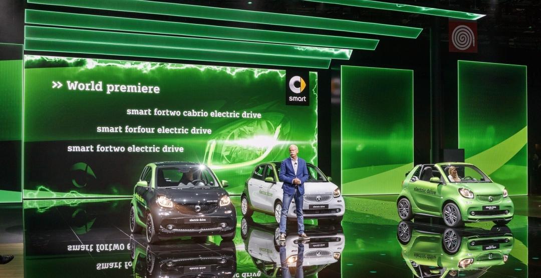 У Парижі дебютували електричні Smart ForTwo і ForFour