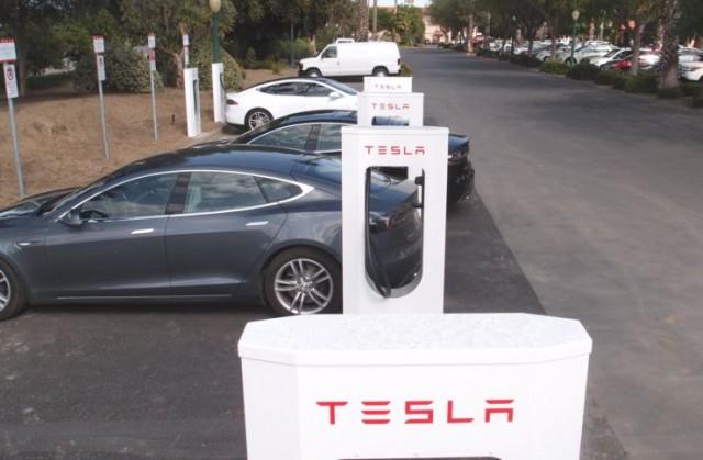 Зміни щодо плати за користування мережею зарядок Tesla Supercharger