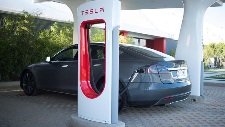 Компанія Tesla визначилася з вартістю зарядки на Tesla Supercharger