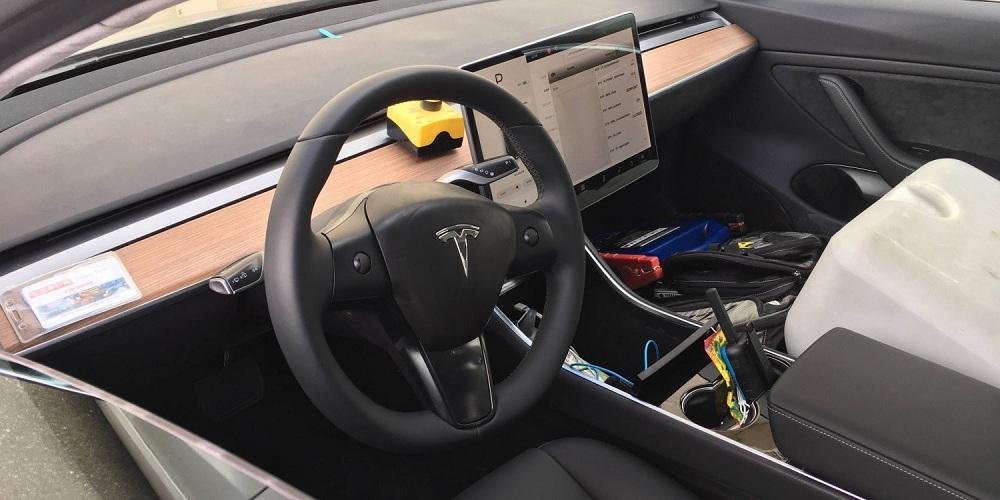 Нові фотографії Tesla Model 3 демонструють нам салон і не тільки