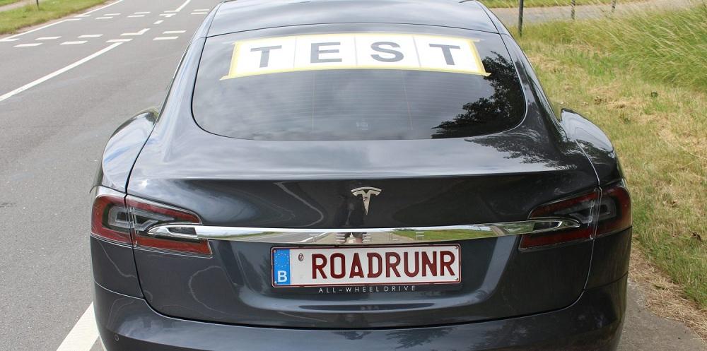 Tesla Model S: 900 кілометрів на одному заряді