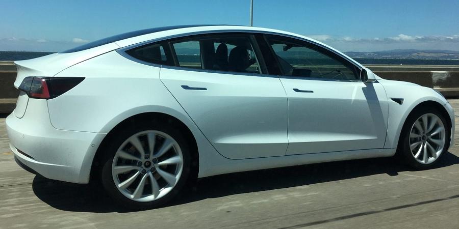 Тестування Tesla Model 3 на шосе