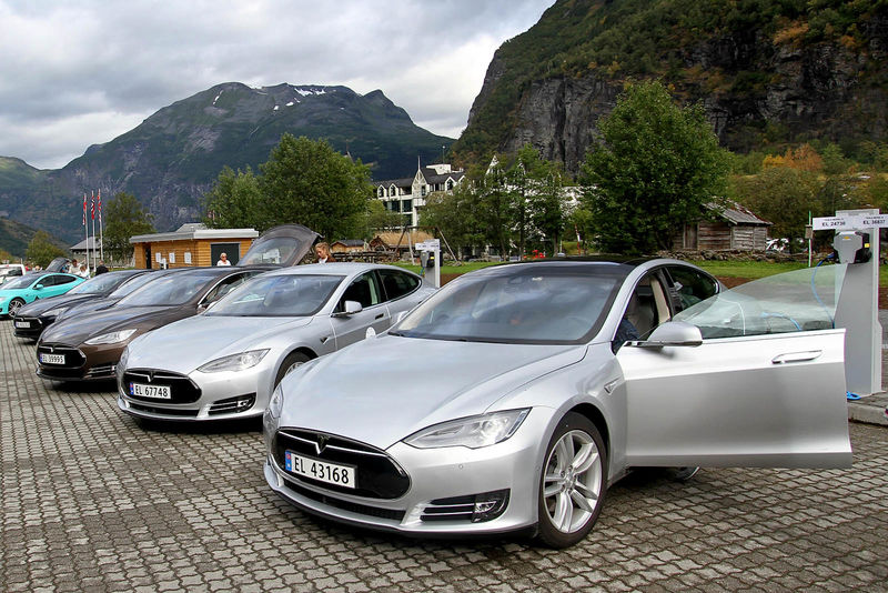 Тільки електромобілі: Норвегія відмовиться від бензинових та дизельних двигунів до 2025 року
