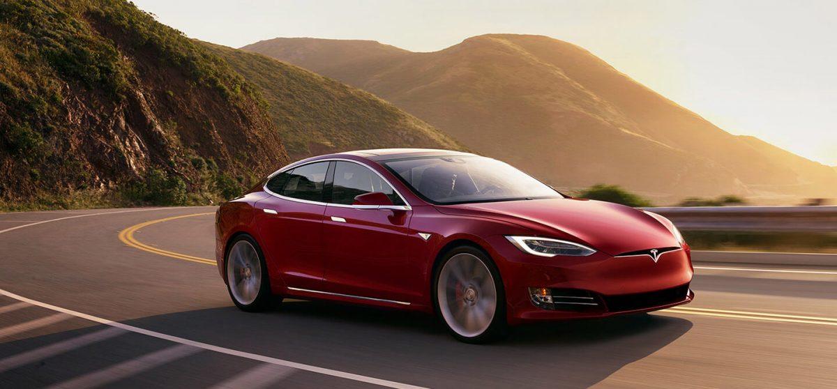 Ілон Маск повідомив перші подробиці про електромобіль Tesla Model 3 з двома двигунами
