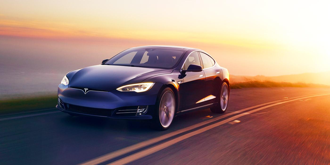 Tesla назвала винуватця в найбільшому відкликанні електромобілів
