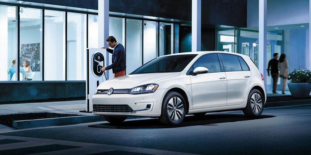 Volkswagen починають будувати об'ємну мережу зарядних станцій