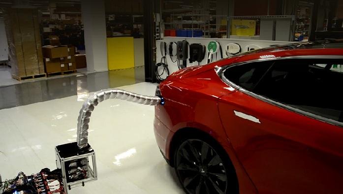 Електромобілі Tesla заряджатиметься автоматично
