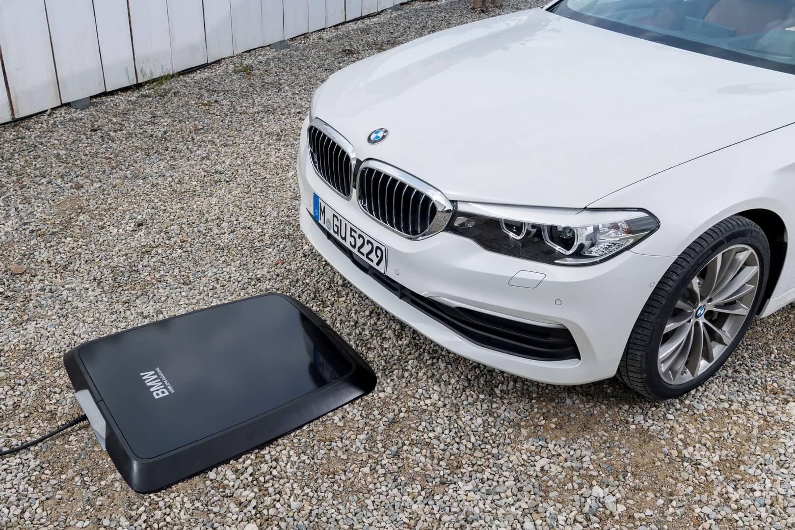 Нова бездротова зарядка для BMW 530e iPerformance запущена у виробництво